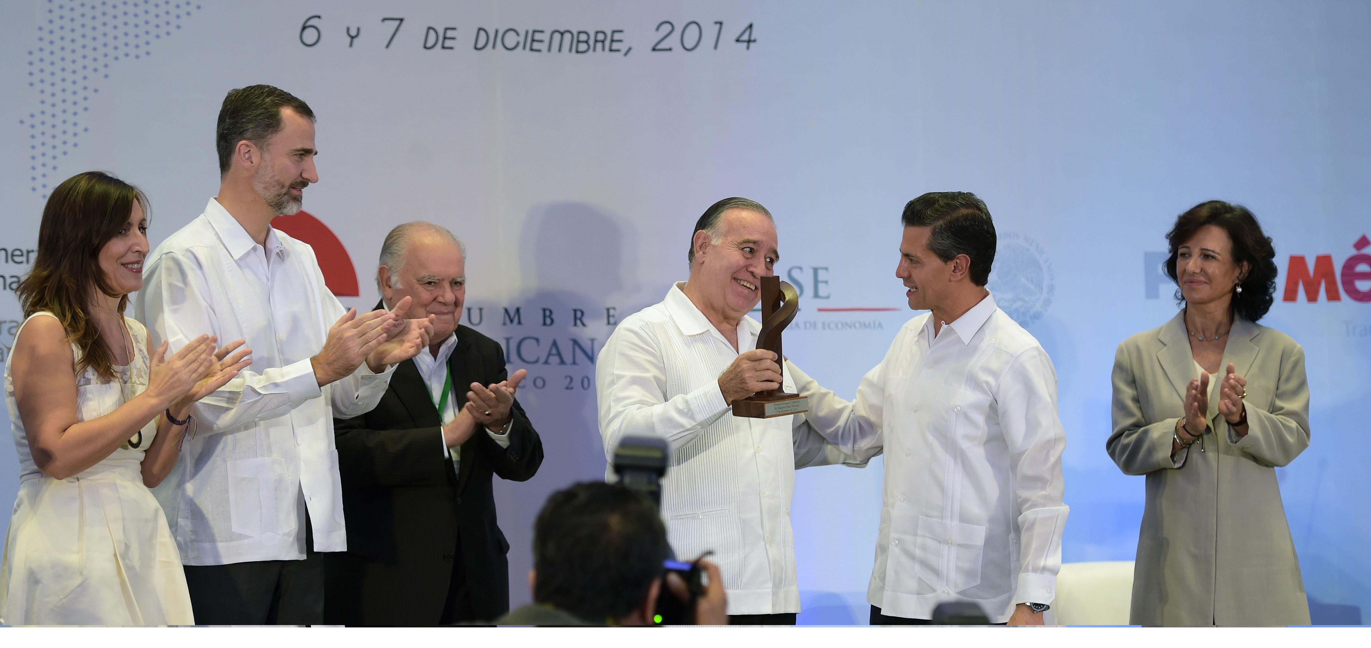 S.M. el Rey Felipe VI entrega el Premio Enrique V. Iglesias a Valentín Diez Morodo
