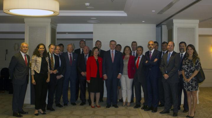 El ministro de Exteriores de Costa Rica acompaña a los socios del CEAPI en un almuerzo de trabajo