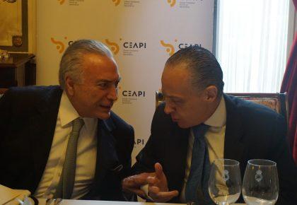El expresidente de Brasil Michel Temer analiza las perspectivas económicas de su país con socios de CEAPI