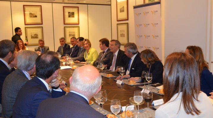Núñez Feijóo destaca la importancia de reforzar los negocios con Iberoamérica