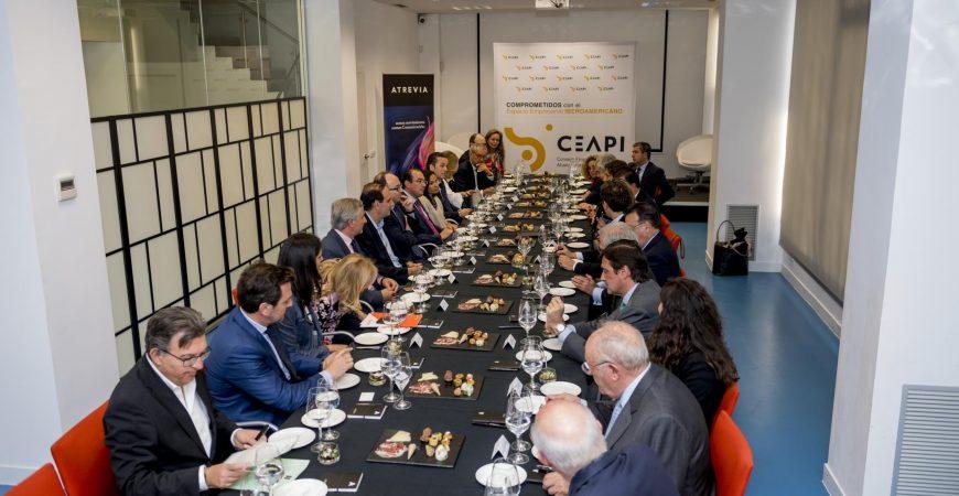 Albert Rivera se reúne con socios del CEAPI antes de viajar a Chile y Argentina